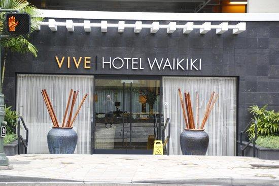 Vive Hotel Waikiki : Front Entrance