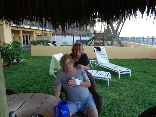 Ebb Tide Oceanfront Resort in Pompano Beach, Florida: Relaxing outside