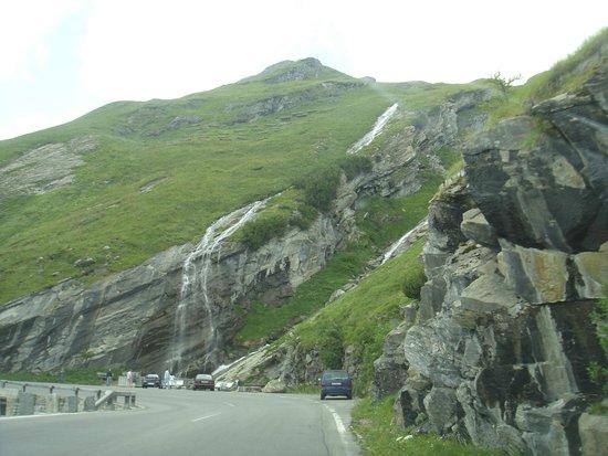 Carretera alpina del Grossglockner: мини водопад