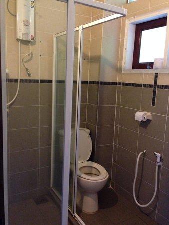 Anjungan Beach Resort : Bathroom