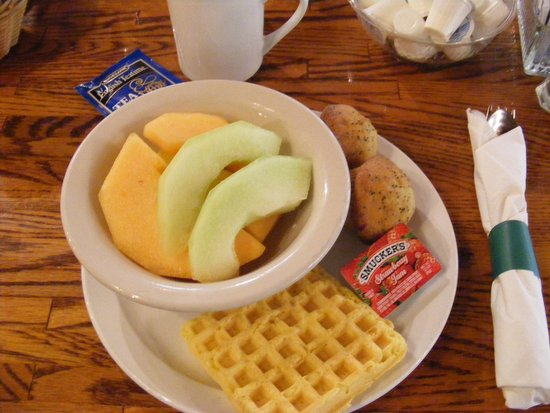 Cedar Lodge: Breakfast