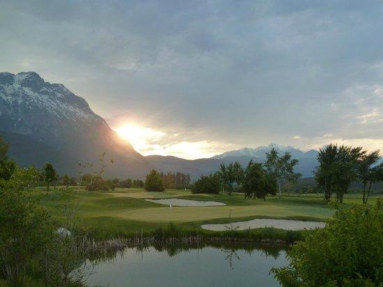Alpenresort Schwarz : Golfplatz direkt vor der Tür   (morgens um 6 Uhr)