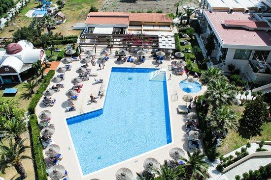 Pegasos Deluxe Beach Hotel: Бассейн, вид с 7 этажа