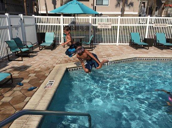 Residence Inn St. Petersburg Clearwater: Wonderful Pool