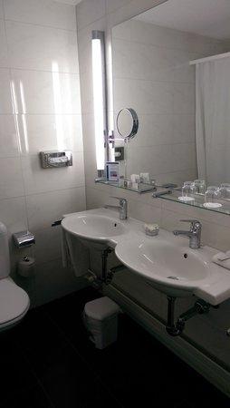 Metropole Hotel Interlaken: bathroom