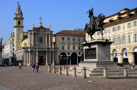 Piazza San Carlo : Equestrian statue of Duke Emmanuel Philibert.