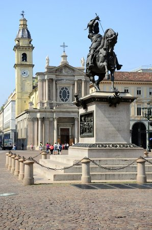 Piazza San Carlo: Equestrian statue of Duke Emmanuel Philibert.