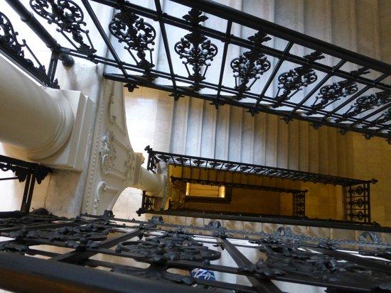 Hotel Nemzeti Budapest - MGallery by Sofitel: Grand Staircase in the hotel - 1
