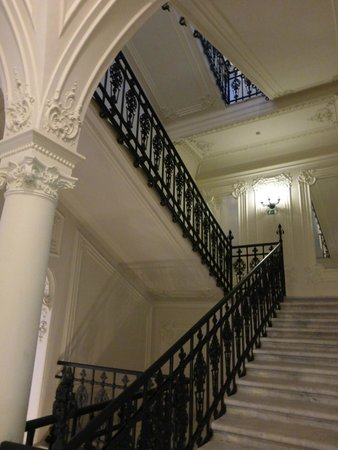 Hotel Nemzeti Budapest - MGallery by Sofitel: Grand Staircase in the hotel - 2
