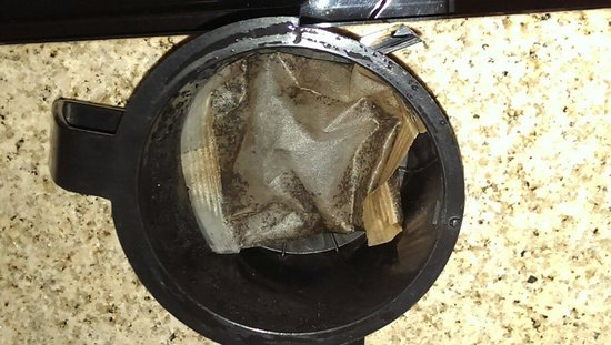 Baymont Inn & Suites Mundelein Libertyville Area : Not my coffee grinds left in the coffee maker.....