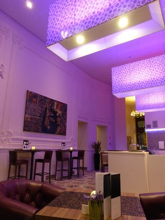 Hotel Nemzeti Budapest - MGallery by Sofitel: Bar / dinner area of the hotel