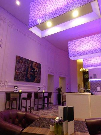 Hotel Nemzeti Budapest - MGallery by Sofitel : Bar / dinner area of the hotel