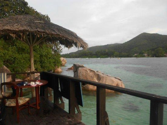 Chauve Souris Relais: L'isola di Praslin vista dal pontile