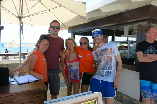 Creta Maris Beach Resort: Socialising with the Animation team..we miss you