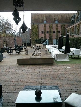 Hilton London Syon Park : courtyard