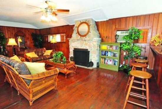 Indian River Lagoon Waterfront Cottages: Lodge