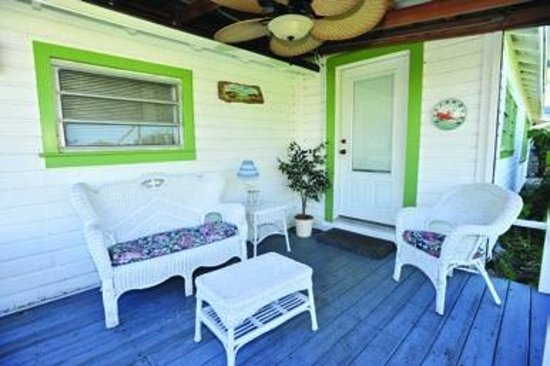 Indian River Lagoon Waterfront Cottages: Porch