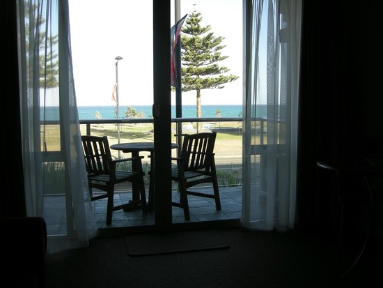 Pebble Beach Motor Inn: Balcony and view