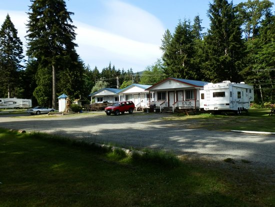 Sayward Valley Resort Fisherboy Park : Separate cabins