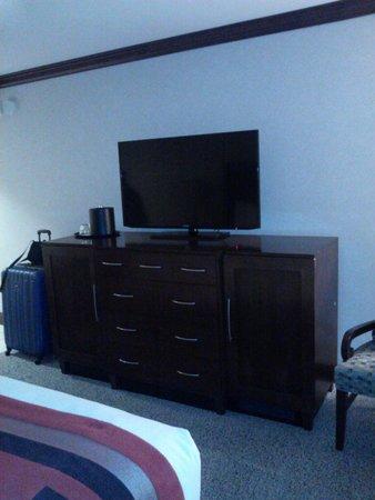 "Ameristar Casino Hotel Council Bluffs : 42"" TV"