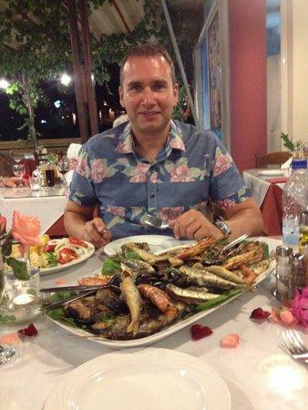 Kelariko Restaurant : Mega special fish platter!