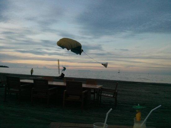 Hilton Fiji Beach Resort & Spa: skydiver coming down at the Hilton beach