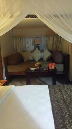 Ramayana Resort & Spa: Day bed inside room