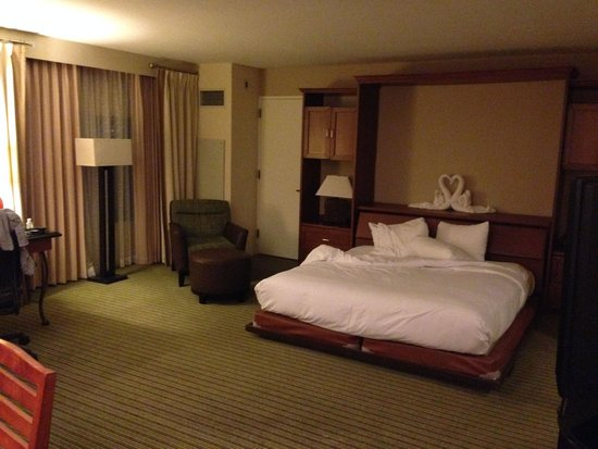 Hilton Orlando Lake Buena Vista - Disney Springs™ Area: Bed was very low to the ground and kind of shaky