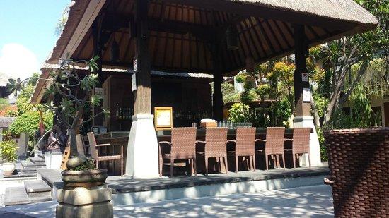 Ramayana Resort & Spa: Poolside bar