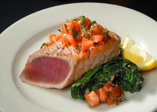 Domenicos Italian Restaurant & Catering: Seared Yellowfin Tuna