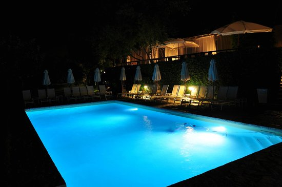 Villa I Barronci: The pool by night :)
