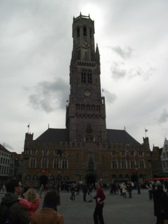 Grand-Place : Torre Belfort vista da praça.