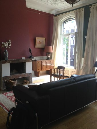Prince Henry, Private Suites and Gardens: Couch and fireplace in room