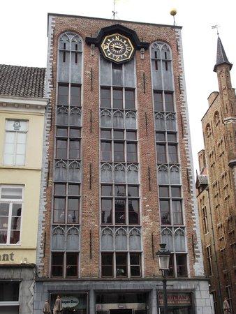 Grand-Place : Um dos vários prédios que chamam a atenção na praça.