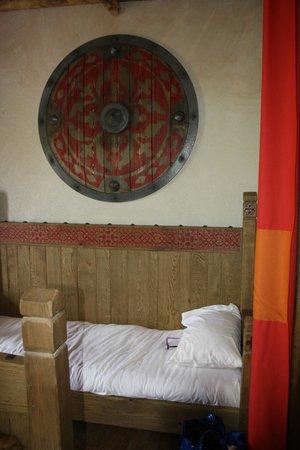 le lit enfant au pied du lit parental photo de hotel les iles de clovis les epesses tripadvisor. Black Bedroom Furniture Sets. Home Design Ideas