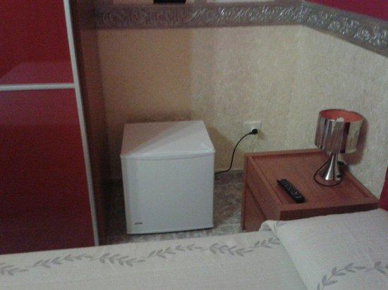 B&B Gioia del Salento: Mini Frigo con scomparto freezer