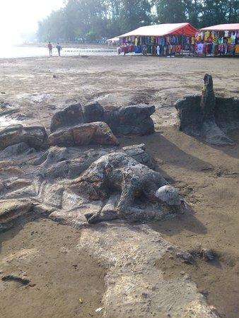 Air Manis Beach: stone figure