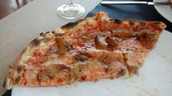 Pizzeria La Moderna: Pizza pollo y manzana.