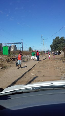 Felleng Day Tours : Entering Kliptown