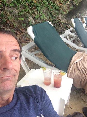 Sandals Ochi Beach Resort: Great Bar Service!