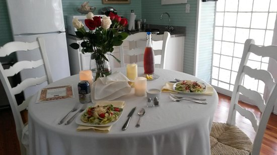 Hotel Beachview Bed and Breakfast: Private in-room dinner