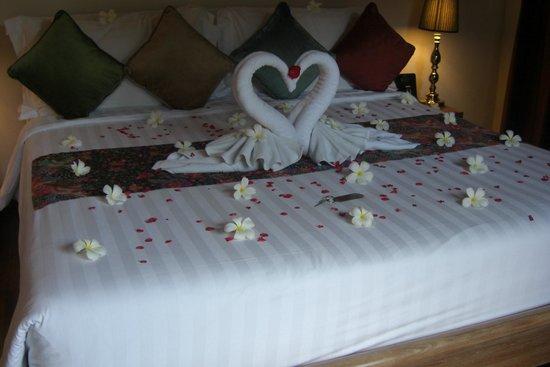 Tango Luxe Beach Villa : Déco sur le lit à notre arrivée