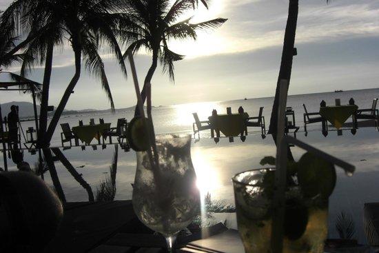 Tango Luxe Beach Villa: Picsine principale