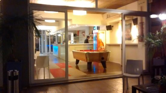 Circus Hostel & Hotel: Área da piscina