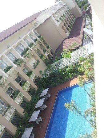 Eastparc Hotel : shaded pool