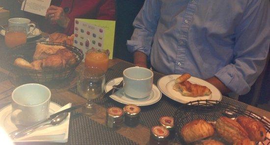 Hotel du Danube St. Germain: Traditional Petit Dejeuner at Hotel du Danube St Germain