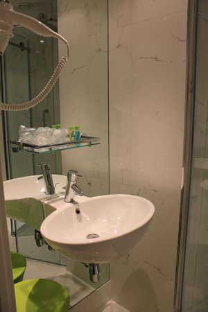 Ibis Styles Amsterdam Central Station: Basin