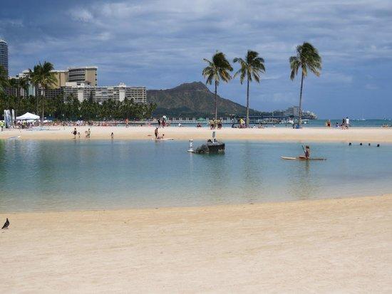 Hilton Hawaiian Village Waikiki Beach Resort: View across the lagoon