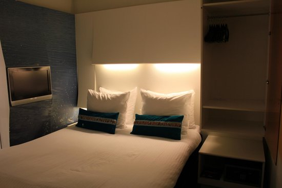 Ibis Styles Amsterdam Central Station: Our bed