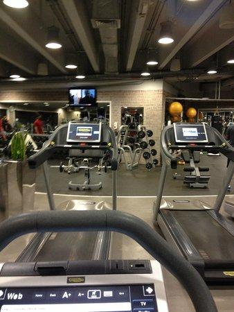 Jumeirah Emirates Towers: gym